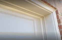sealing-a-garage-door