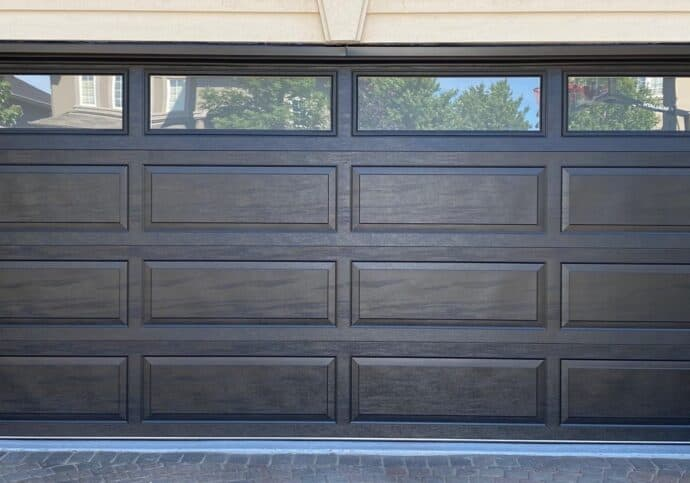 Dodds Canadian series garage doors withstand the worse of Canadian winters: freezing cold, high winds, kids driveway hockey. Save up to $1000 now during the fall sale at Dodds Garage Doors.